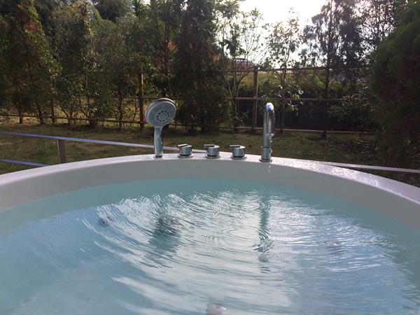露天風呂付き和洋室のジャグジー(満タン:拡大)