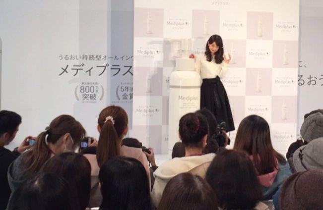 小倉優子さんのメディプラスゲルのイベントの様子