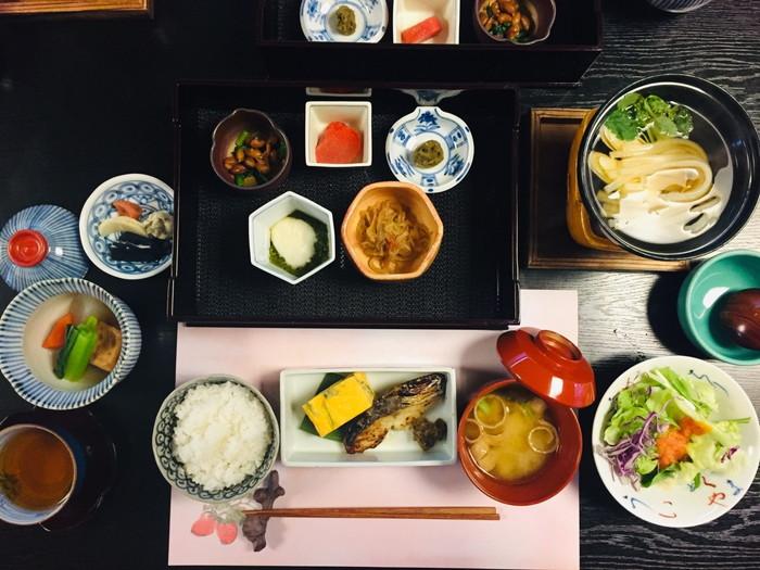 塩原温泉の旅館「湯の花荘」の朝食の全容