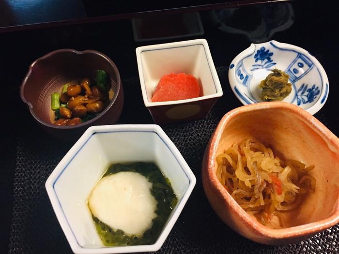 塩原温泉の旅館「湯の花荘」の朝食のセット