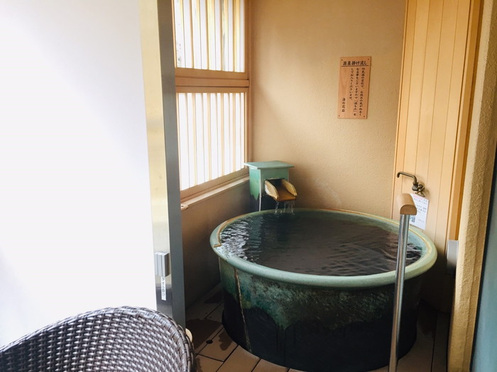 塩原温泉の旅館「湯の花荘」の客室露天風呂