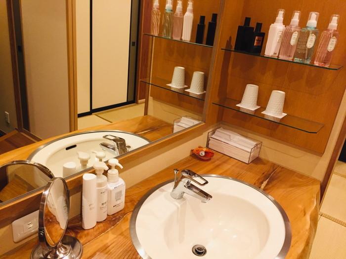 塩原温泉の旅館「湯の花荘」の洗面所