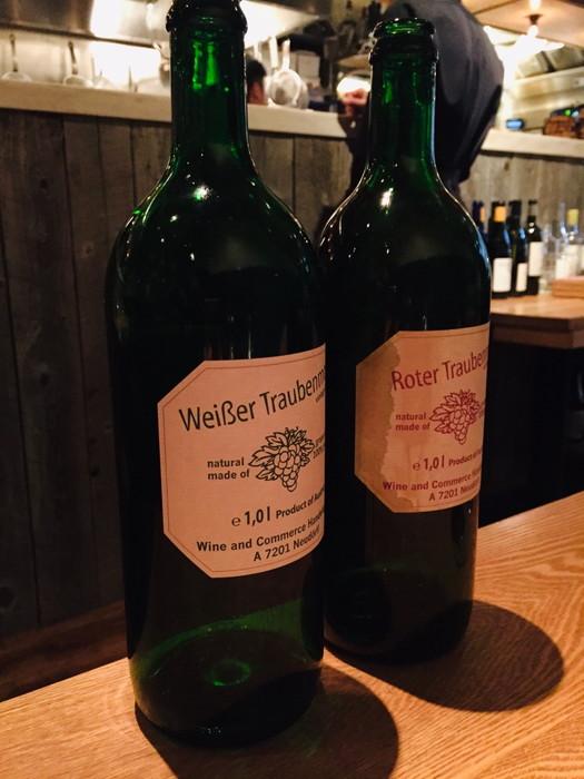 モダンフレンチレストラン「sio(シオ)」のブドウジュース赤・白のボトル