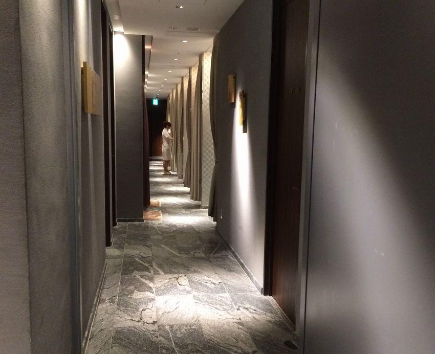ダンディハウスの廊下